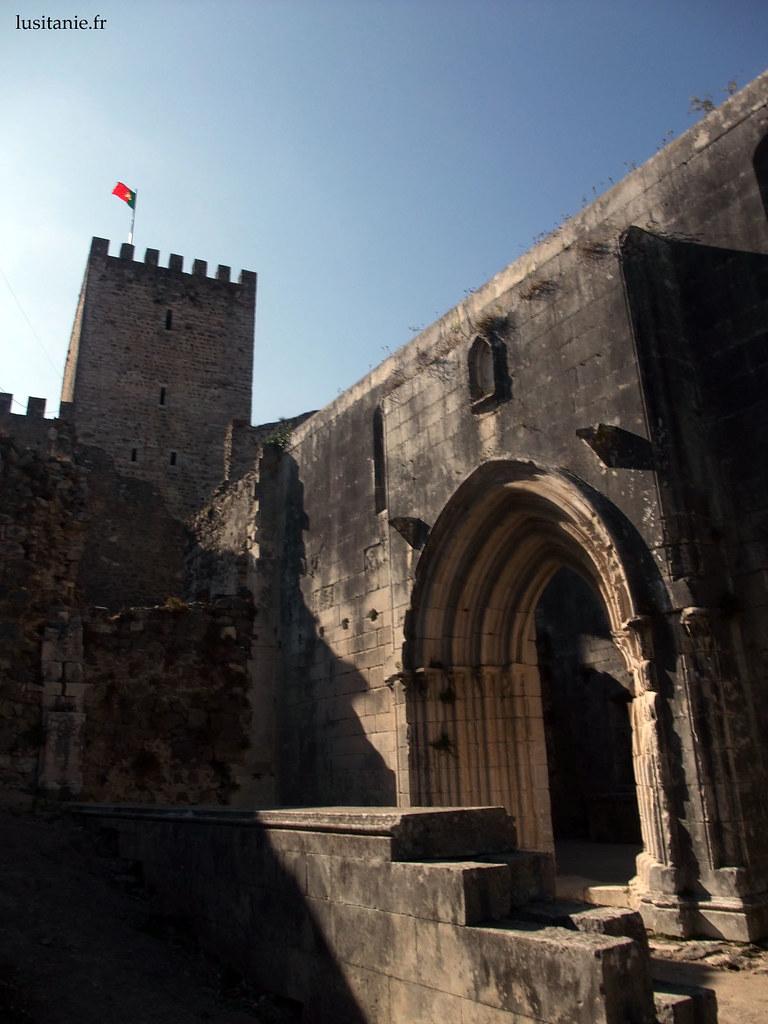 Entrée de l'église de Santa Maria da Pena