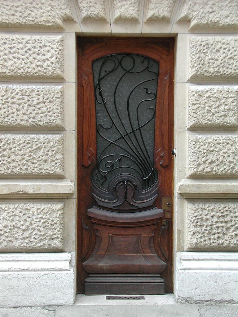 Immeuble art nouveau la porte secondaire de l 39 immeuble for Porte secondaire