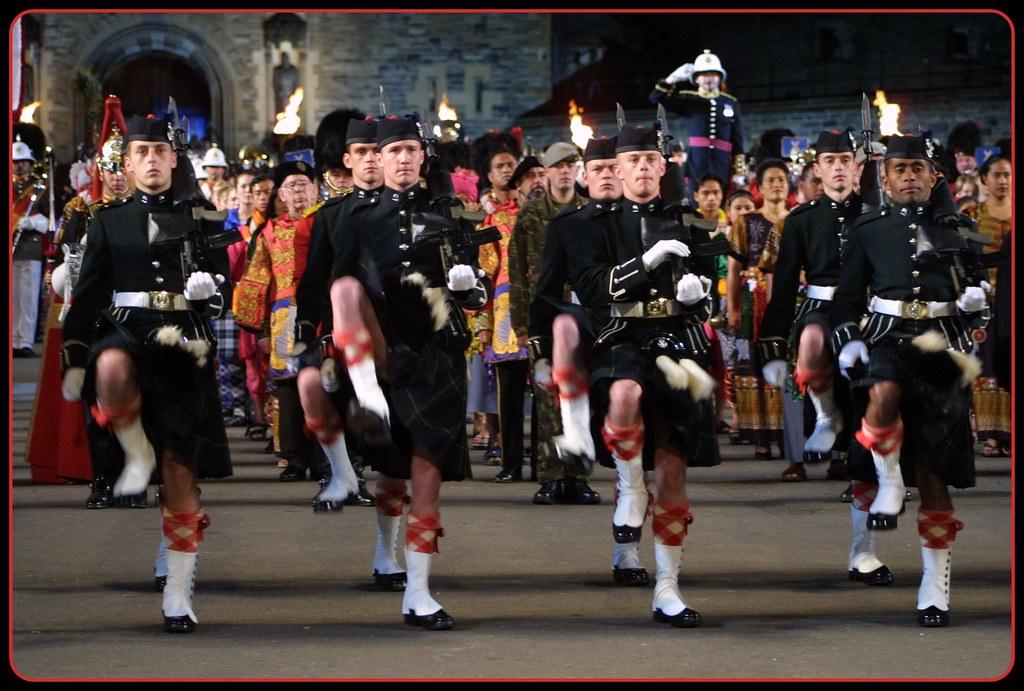 Edinburgh military tattoo finale 2002 fotofling scotland for Scottish military tattoo