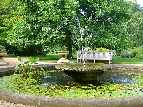 Beautiful gardens of the world - University Of Oxford Botanic Garden Fountain Flickr Photo Sharing