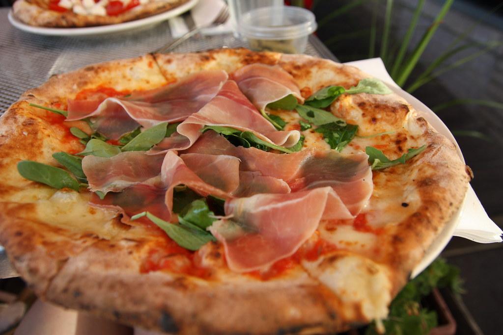 Skillet Neapolitan Pizza Recipe — Dishmaps