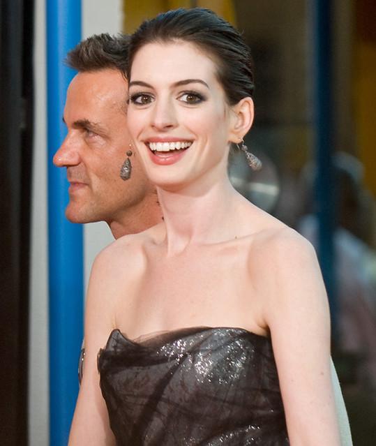 Anne Hathaway Get Smart: Anne Hathaway Get Smart Premiere Arrival