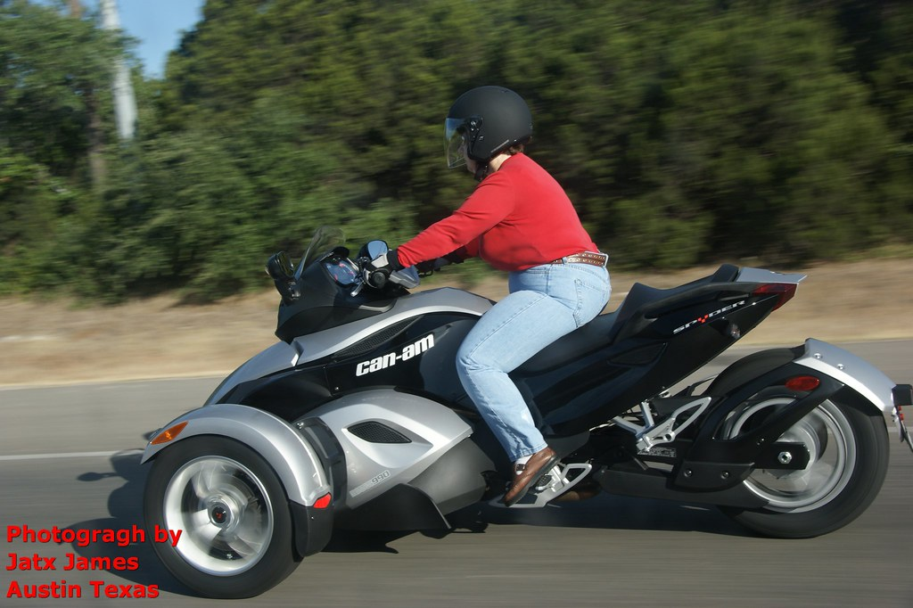 Can am spyder roadster three wheeled motorcycle unknow for Three wheel motor bike in india
