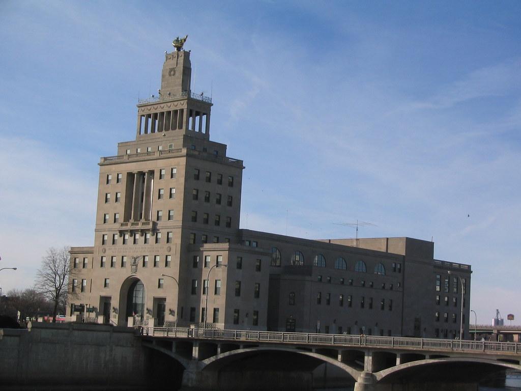 Cedar Rapids City Hall And Veterans Memorial 2003 Flickr