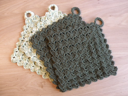 Crocheting Pot Holders : Pot holders for my mother (crochet) She has some ugly old ...