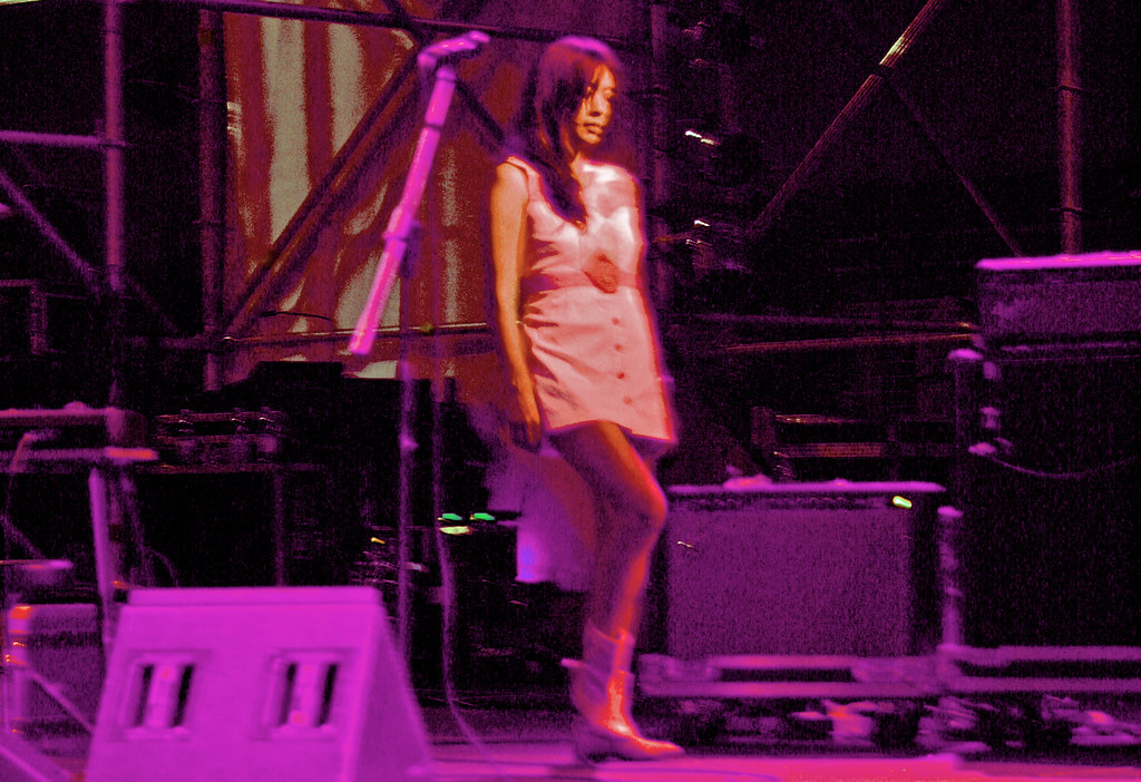 She did Blonde redhead singer