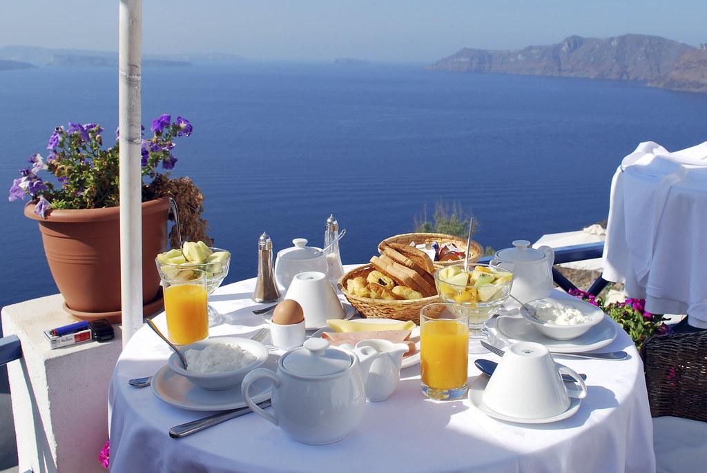 Alexander s boutique hotel oia santorini breakfast for Alexanders greek cuisine