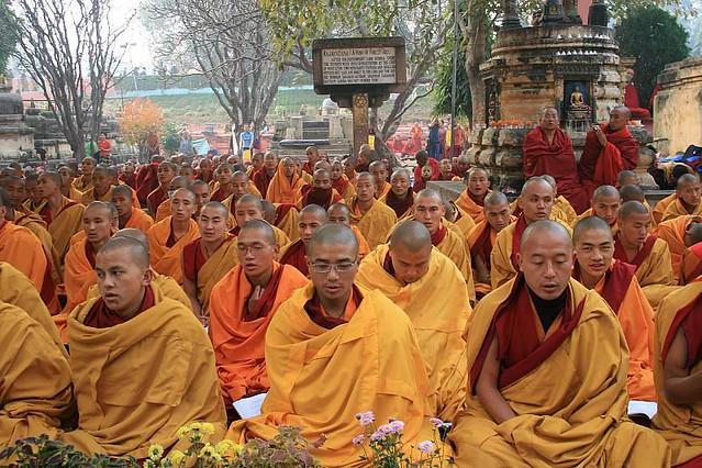 Monks praying for world peace   Tibetan Buddhist Monks ...