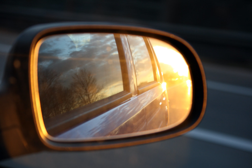 Reflections in a car mirror mirror image in a car mirror for Reflection miroir