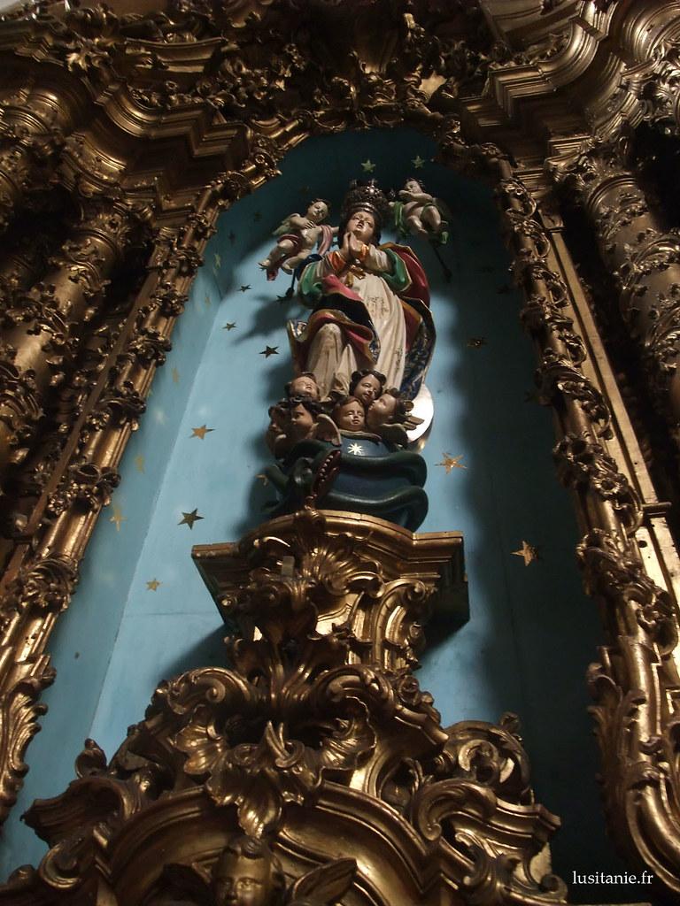 Impressionante, cette statue avec tout les chérubins