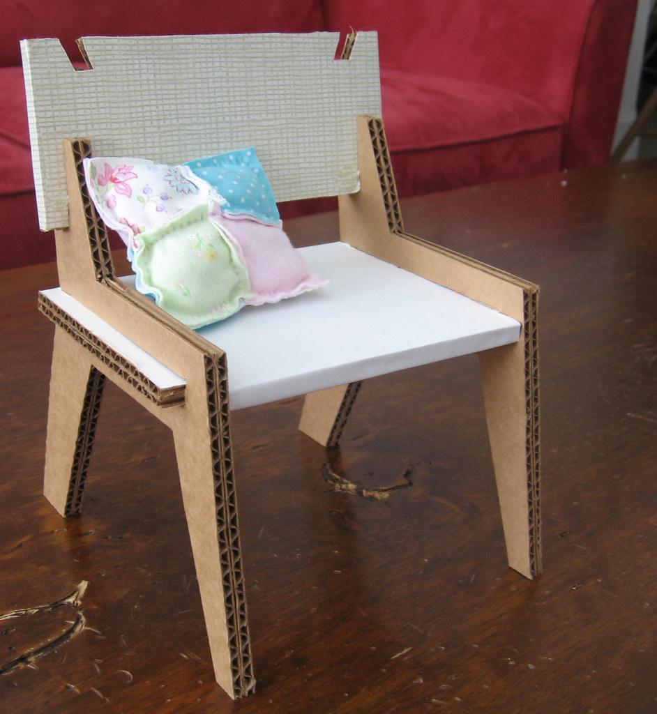 Как можно сделать стулья. для кукол своими руками