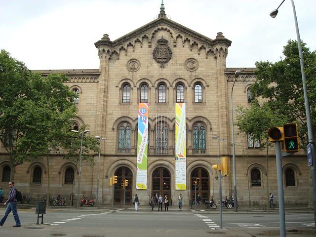 Universitat de barcelona edificio historico de la ub for Universidad de moda barcelona