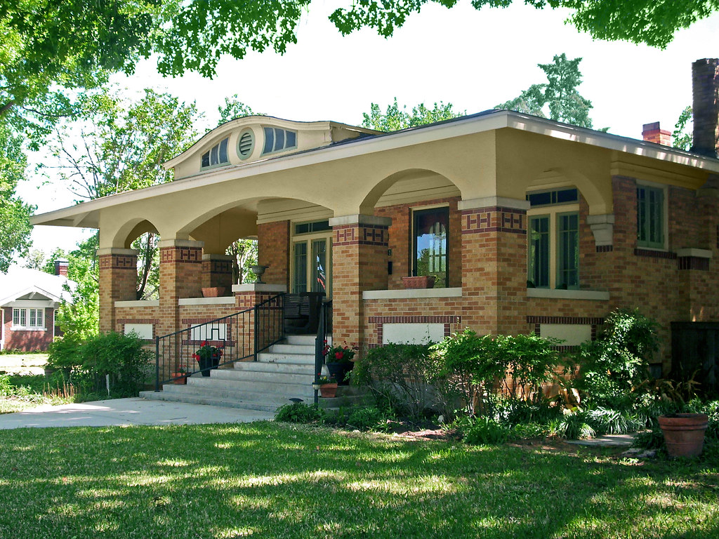 Bungalow house in berkeley place ft worth bungalow - What is a bungalow house ...