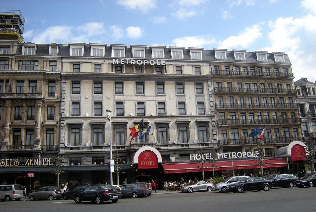 Aout  Hotel De Ville Fille Derri Ef Bf Bdre