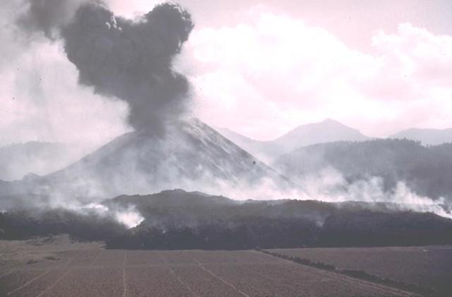 Par U00edcutin Volcano