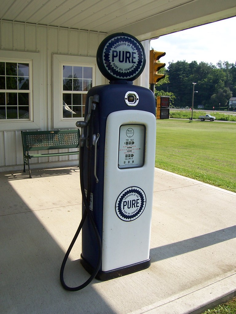 Old Pure Gas Pump | Gotta love those old-fashioned glass ...