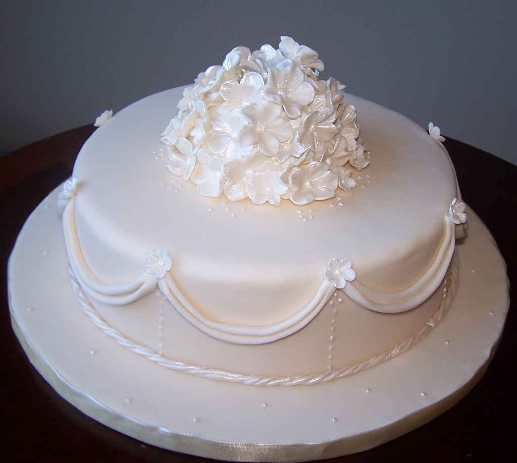 Simple Single Layer Wedding Cakes