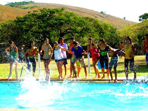 Varios amigos piscina flickr photo sharing for Piscinas fotos modelos