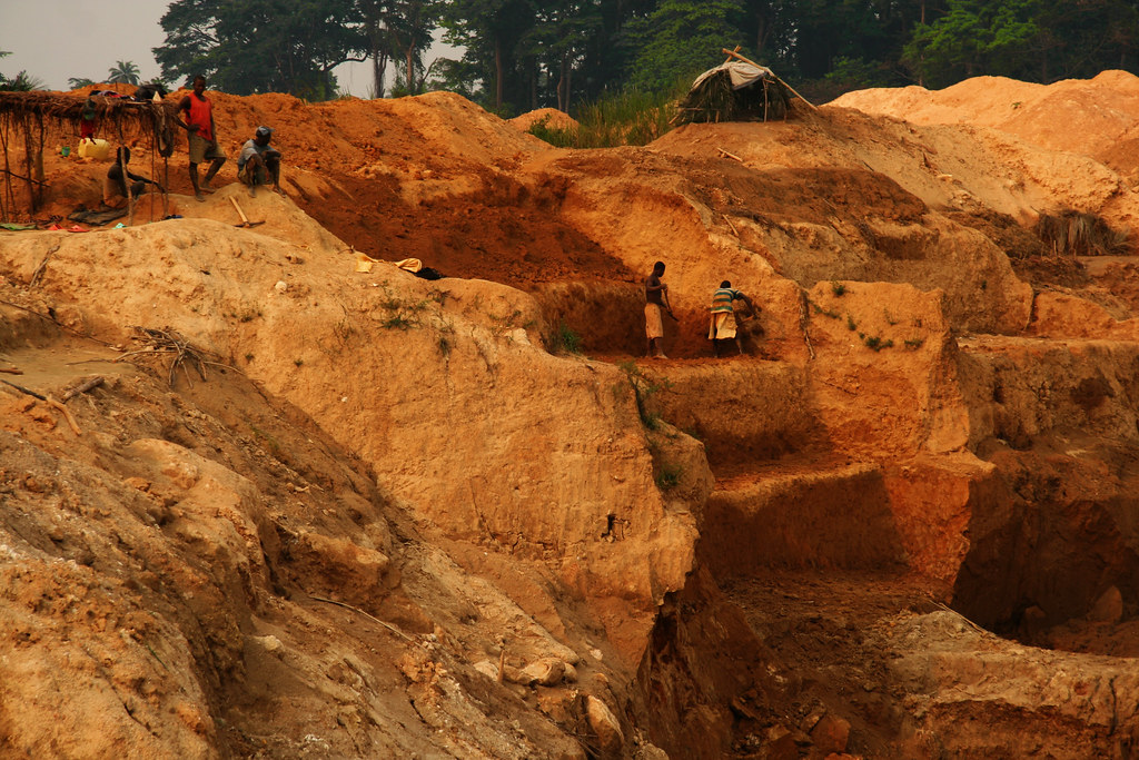 Diamond Mining Sierra Leone Miners manually dig out the l… Flickr