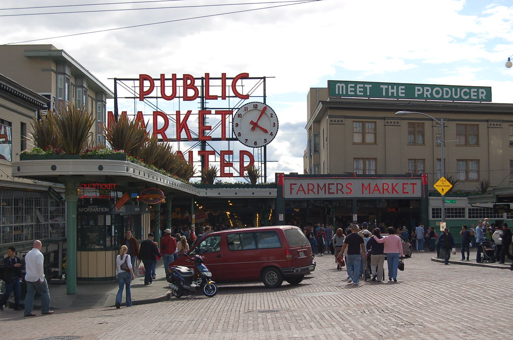 Seattle public fish market seattle wa seattle public for Seattle fishing jobs