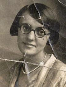 Annie Cowell 1908 - 3118623448_c358c92606