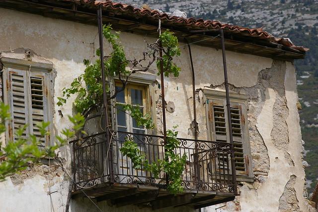balcon suspendu pr s du monast re ossios loukas gr ce by jacme31 flickr photo sharing. Black Bedroom Furniture Sets. Home Design Ideas