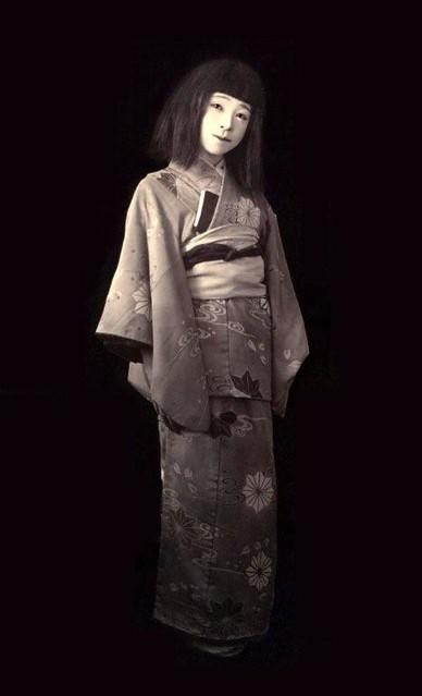 GEISHA AS A JAPANESE CLEOPATRA ? A GHOST ? A LIVING JAPANE ... White Kimono Ghost