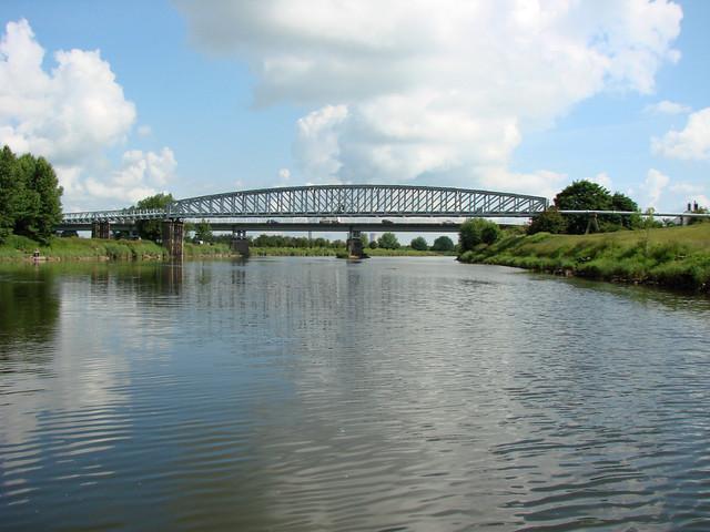 Dunham Bridge And Pipeline River Trent Dunham Toll Bridge Flickr