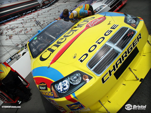 Cheerios Dodge Bobby Labonte Talks It Over With His Crew