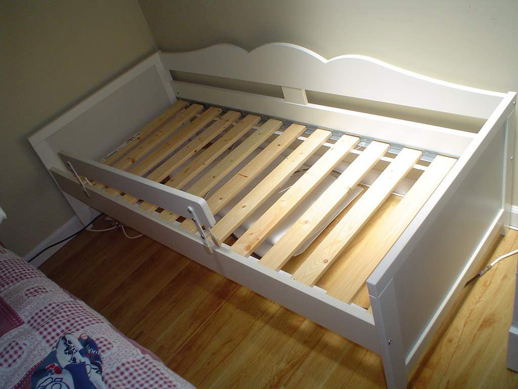 sold 20080707 68 ikea hensvik children bed ying ll flickr. Black Bedroom Furniture Sets. Home Design Ideas