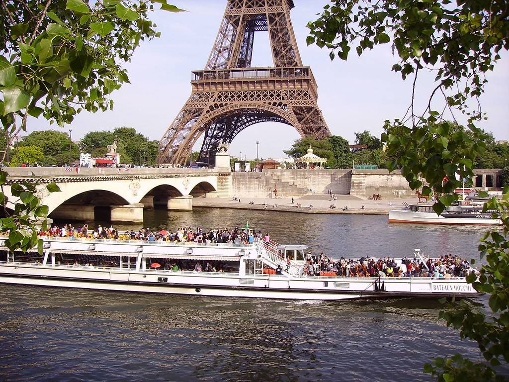 bateau mouche on river seine near the pont d 39 i na and eiff flickr. Black Bedroom Furniture Sets. Home Design Ideas