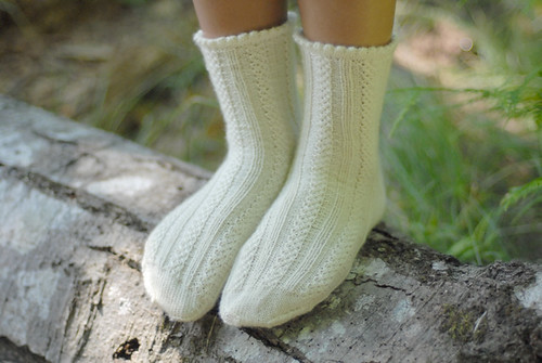 Fascine Braid Socks | by tiennieknits