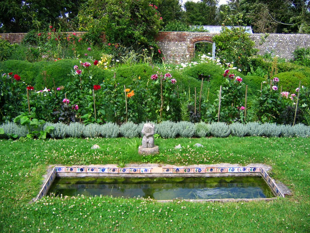 charleston farmhouse garden sussex charleston farmhouse a flickr. Black Bedroom Furniture Sets. Home Design Ideas