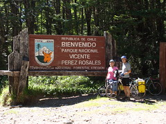 DSC03638 Randy and Nancy at the Chilean border