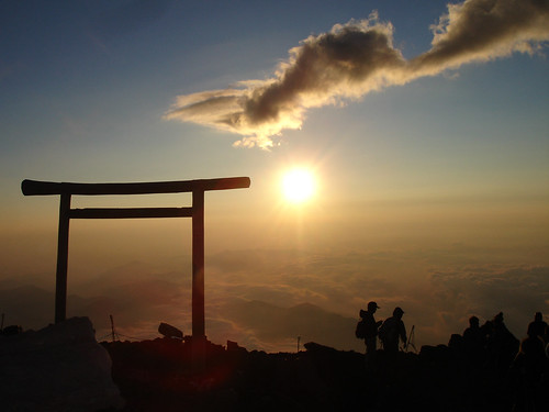 Sunrise from the top of Mount Fuji | by chris-lh