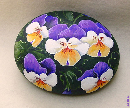 Pansies painted rock beautiful pansies on a round - Painting rocks for garden what kind of paint ...