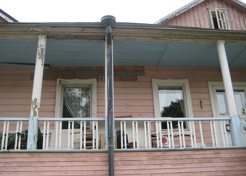 Vaaleanpunainen talo 3
