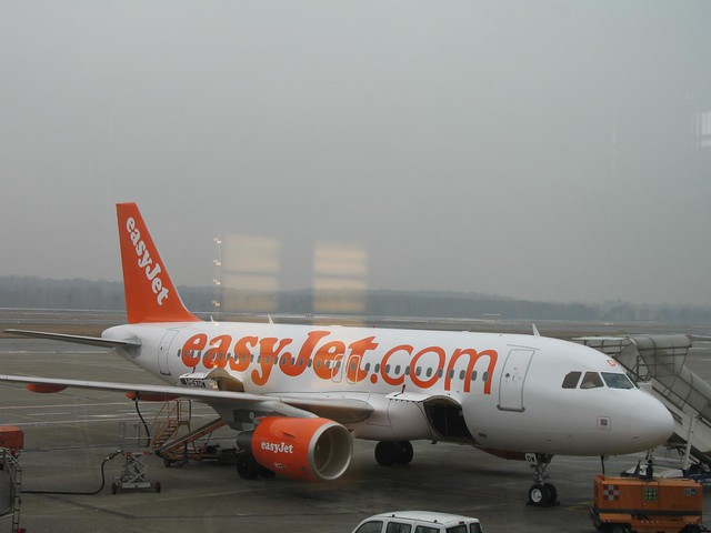 easyjet a319 - photo #44