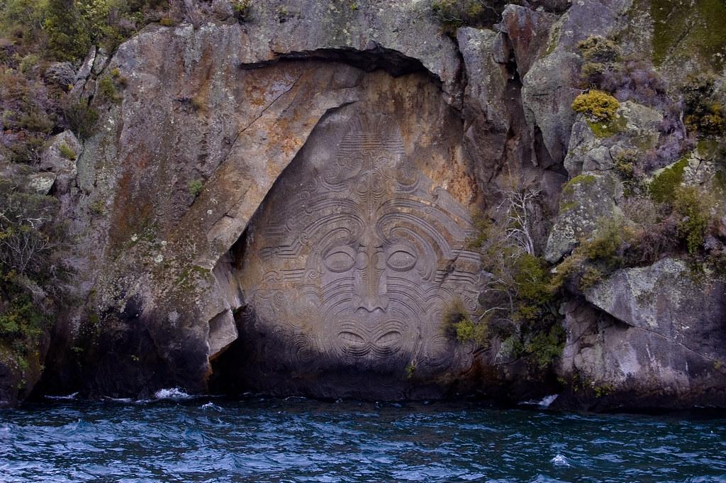Ngatoroirangi these maori rock carvings in mine bay