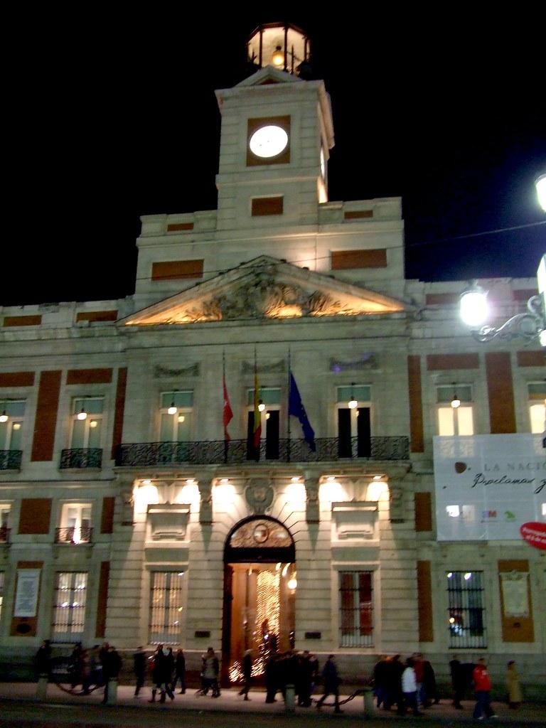Puerta del sol madrid edificio de la comunidad de for Edificio de la comunidad de madrid