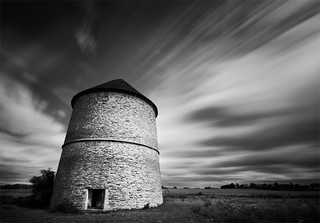dovecote, Sibthorpe | by purefinder