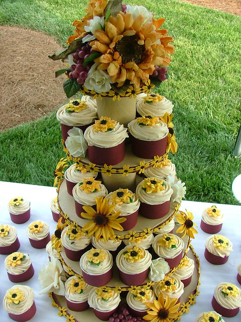 Sunflower Cupcakes And Cakes