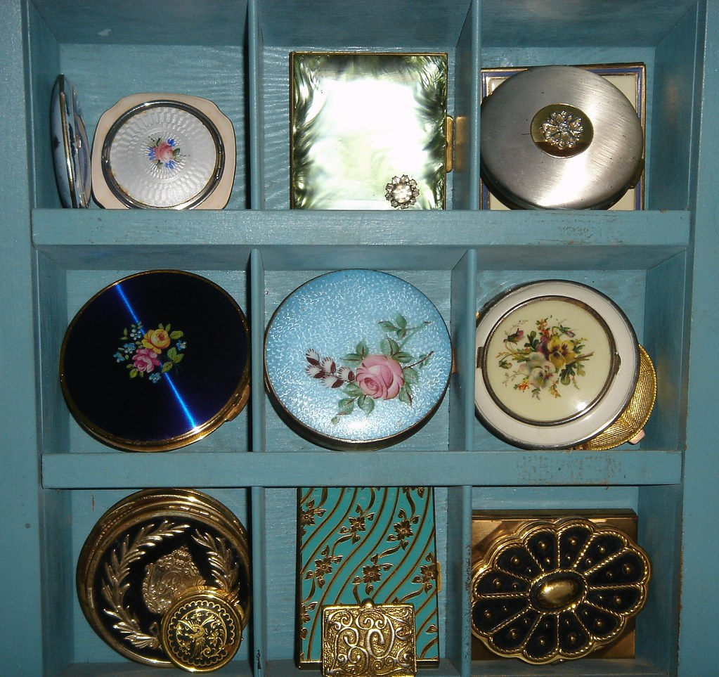 Nice message Vintage compacts for