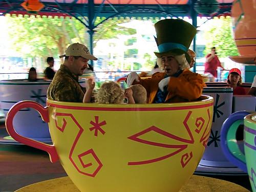 Mad Tea Party Disneyland Disney - Mad Hatter Ri...