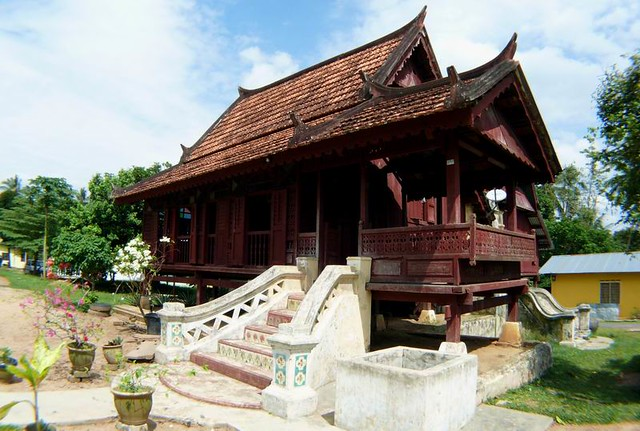 List of Synonyms and Antonyms of the Word: melaka house
