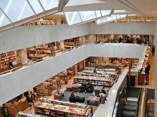 Stockmann Helsinki Laukut : La librairie stockmann et le caf? aalto helsinki