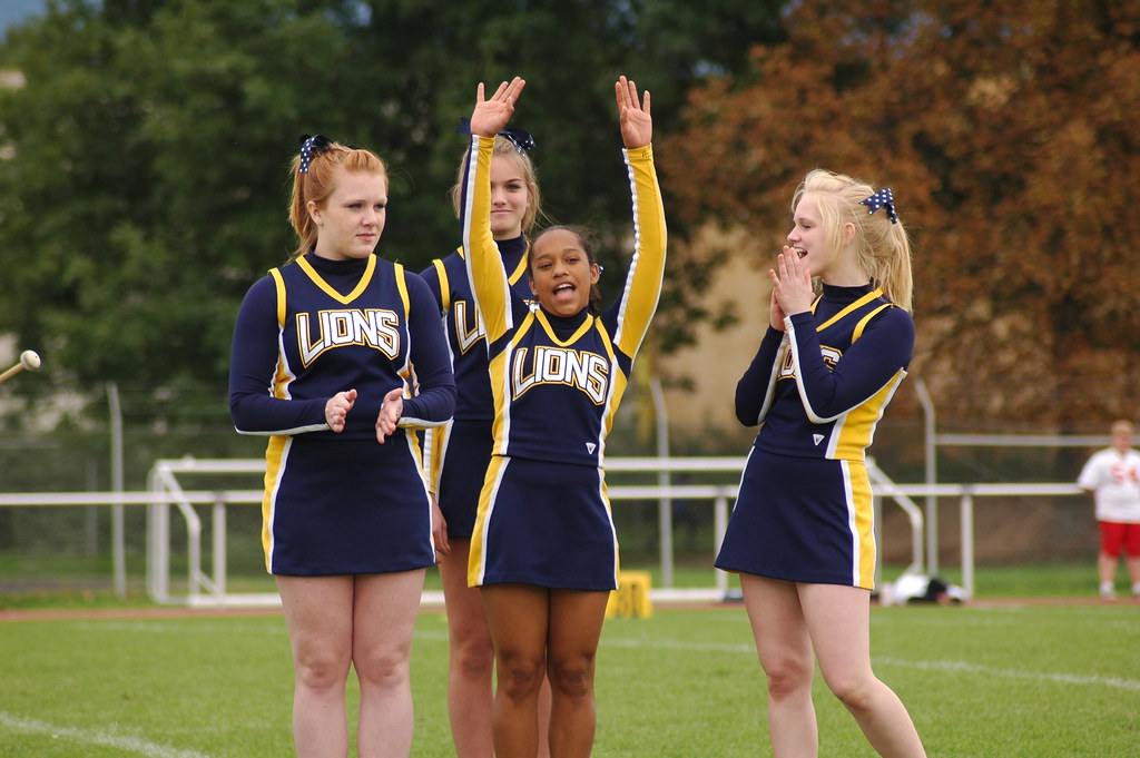 Hhs Vs Khs Heidelberg High School Cheerleaders Cheer On