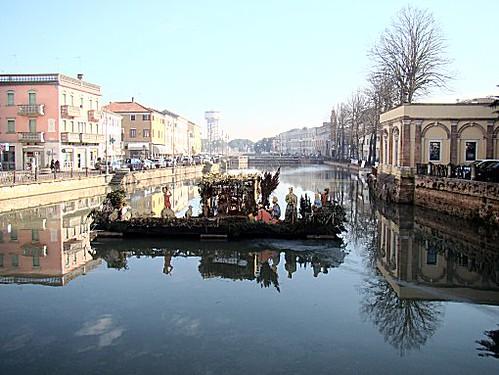 Adria 04 bacino del canal bianco con presepe sull 39 acqu for Berti arredamenti adria