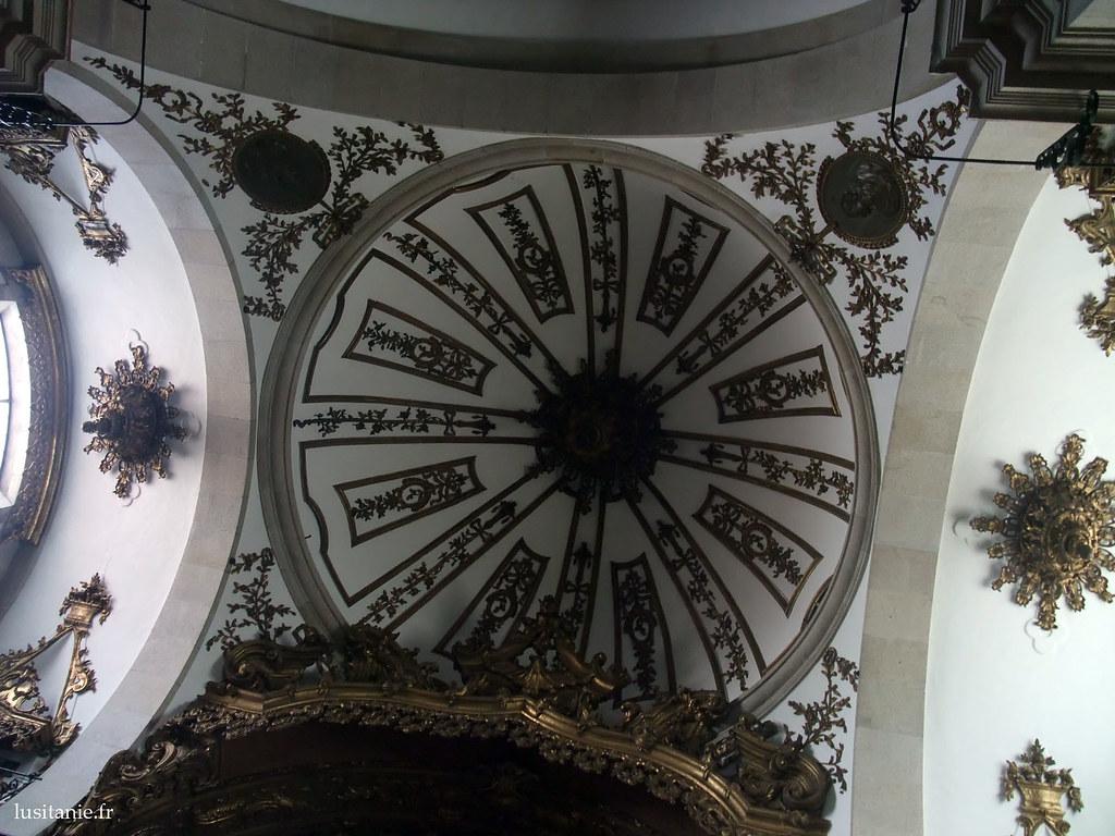 Dôme au dessus du coeur de l'église