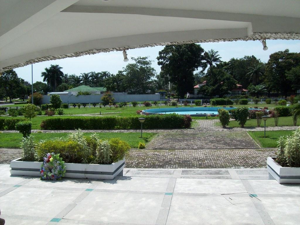 Jardin du mausol e de laurent d sir kabila kinshasa for Jardines de soraya